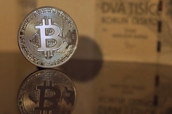 Steeds meer grote bedrijven vluchten naar Bitcoin