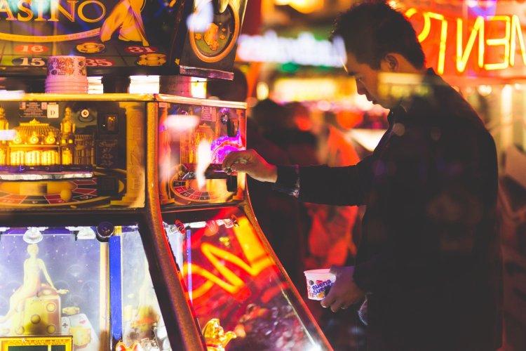 Waarom is speculatie op de beurs vergelijkbaar met online gokken in een online casino?